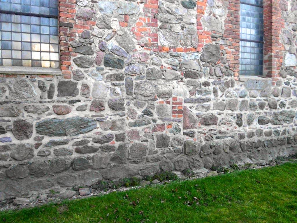 Dorfkirche Bergholz. Nördliche, zugesetzte Gemeindepforte