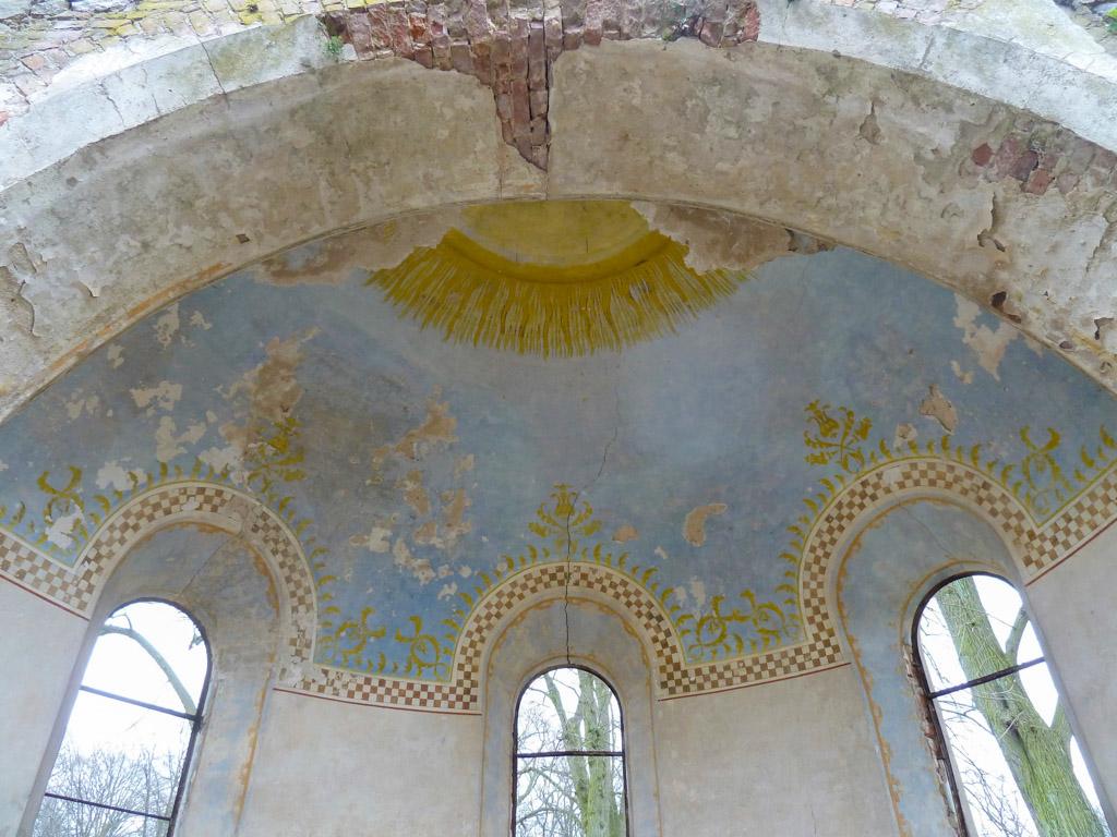Wandmalereien in der Kuppel der Apsis.