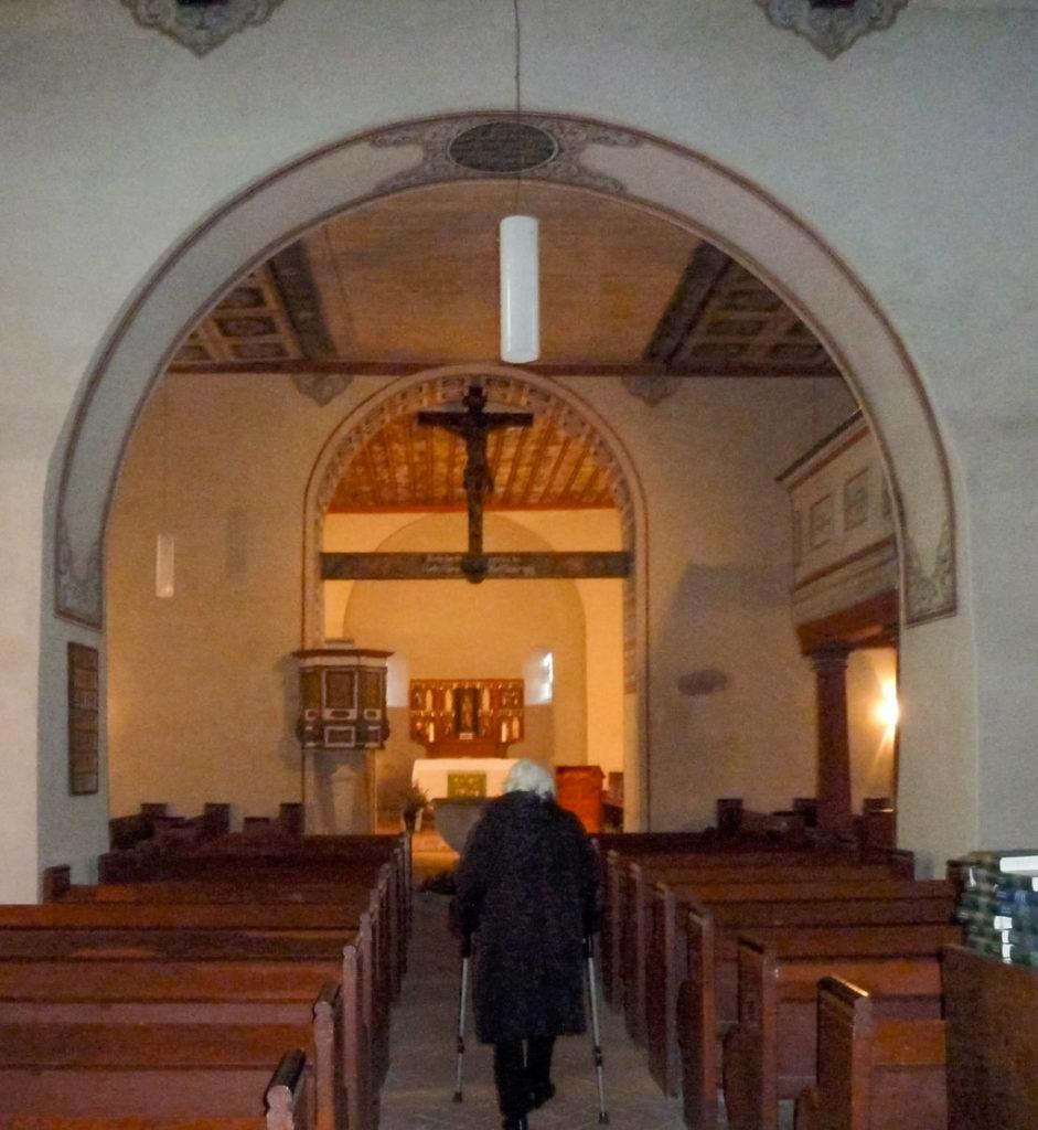 Dorfkirche Wusterwitz. Blick nach Osten auf den Triumphbogen, Chor und Apsis